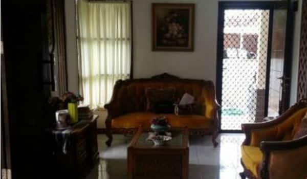 ruang tamu rumah dijual di graha raya bintaro